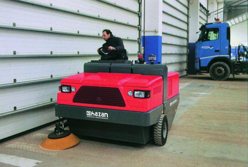 IS200 Dizel Süpürme Arabası Binicili Operatörlü