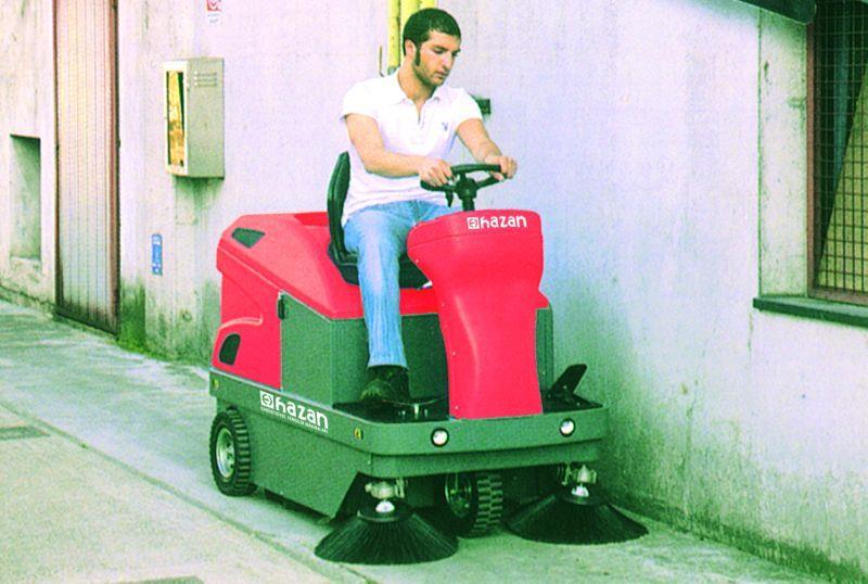 IS110 Binicili Benzin Motorlu Yer Süpürme Arabası